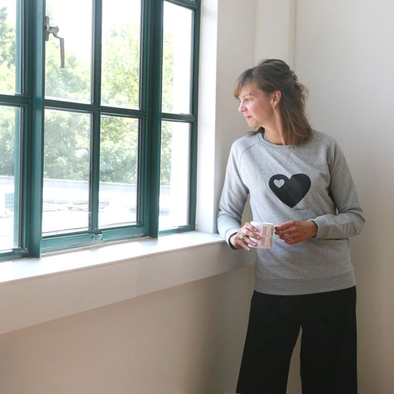 media/image/Nina-sweater.jpg